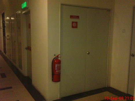 Fire Extinguisher outside Riser Room pic 2